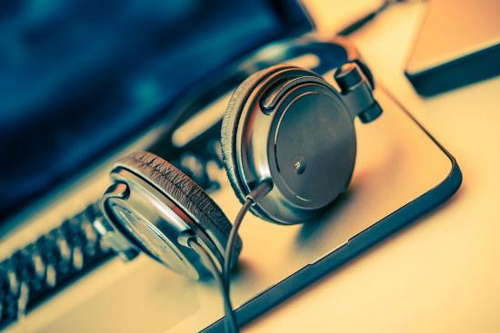 10_Streaming helps lift Aust music revenue 5Percent